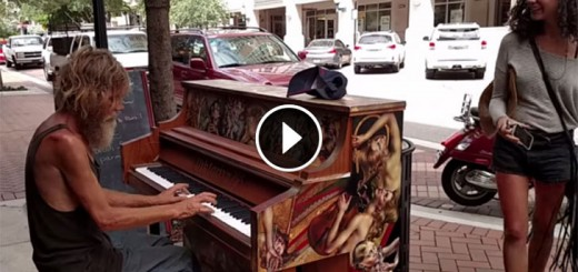 homeless play piano
